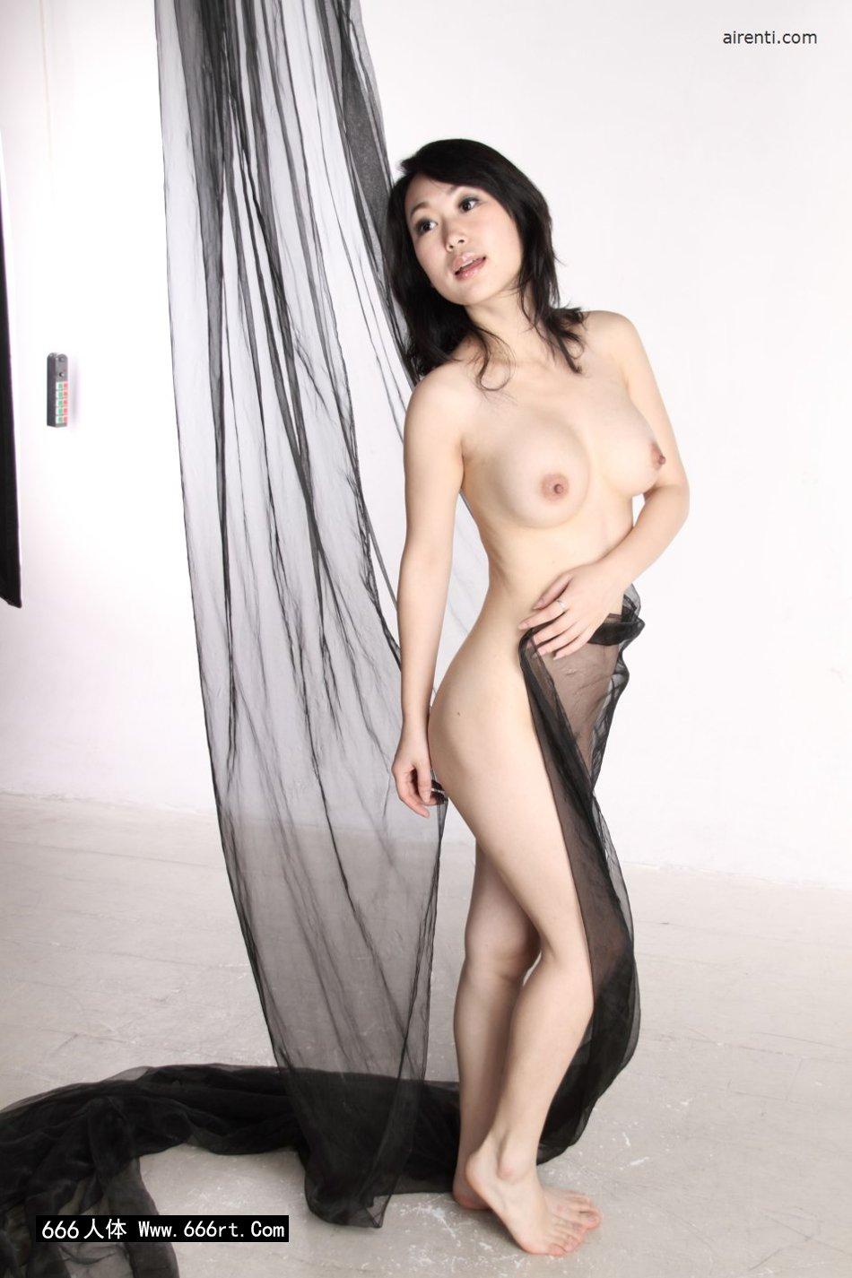 棚拍黑纱缠体的白皙少女苏蕾