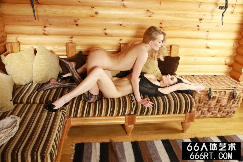超模Jenya和LIZA小木屋室拍