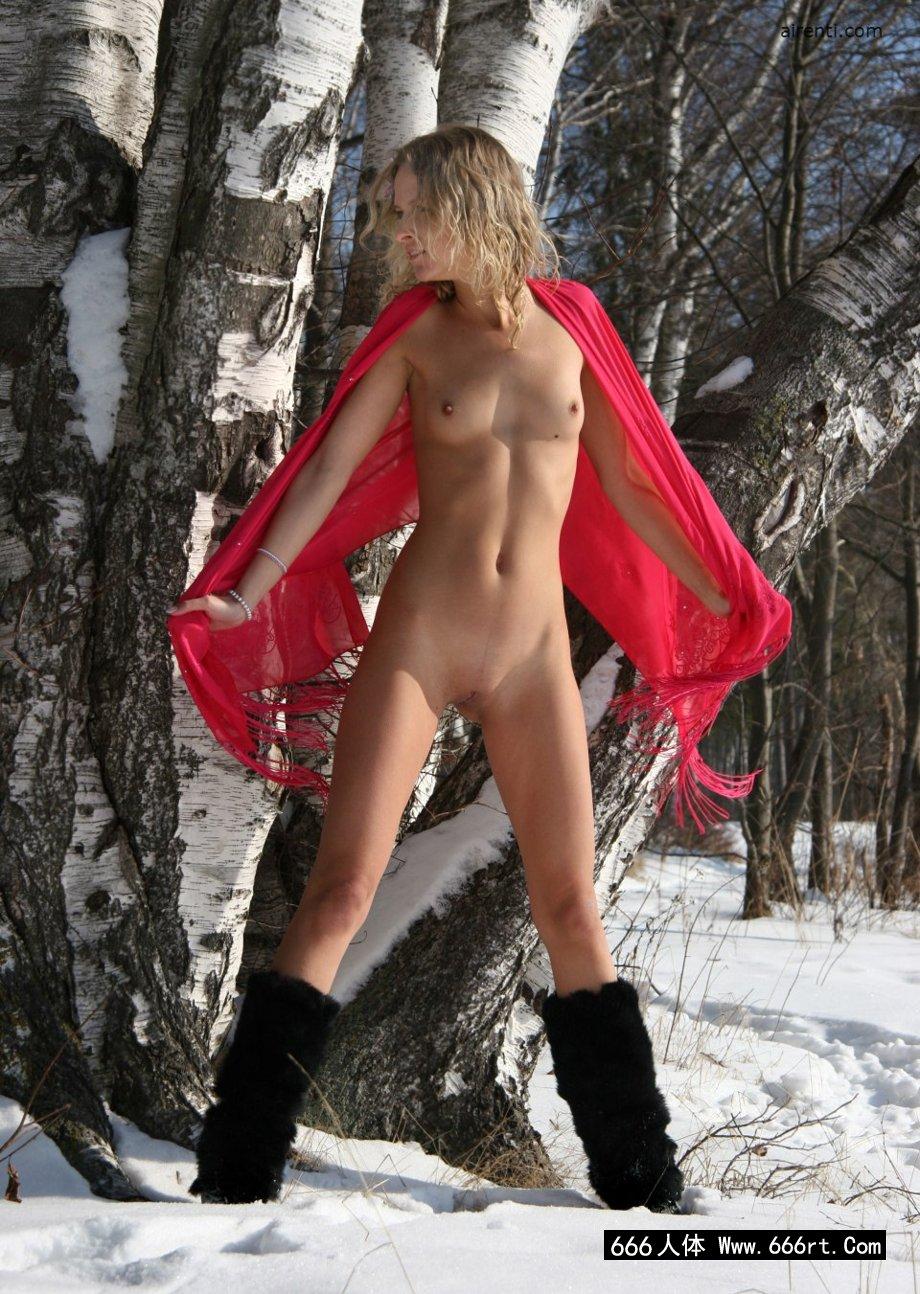 冰天雪地里的裸模Ayla外拍人体