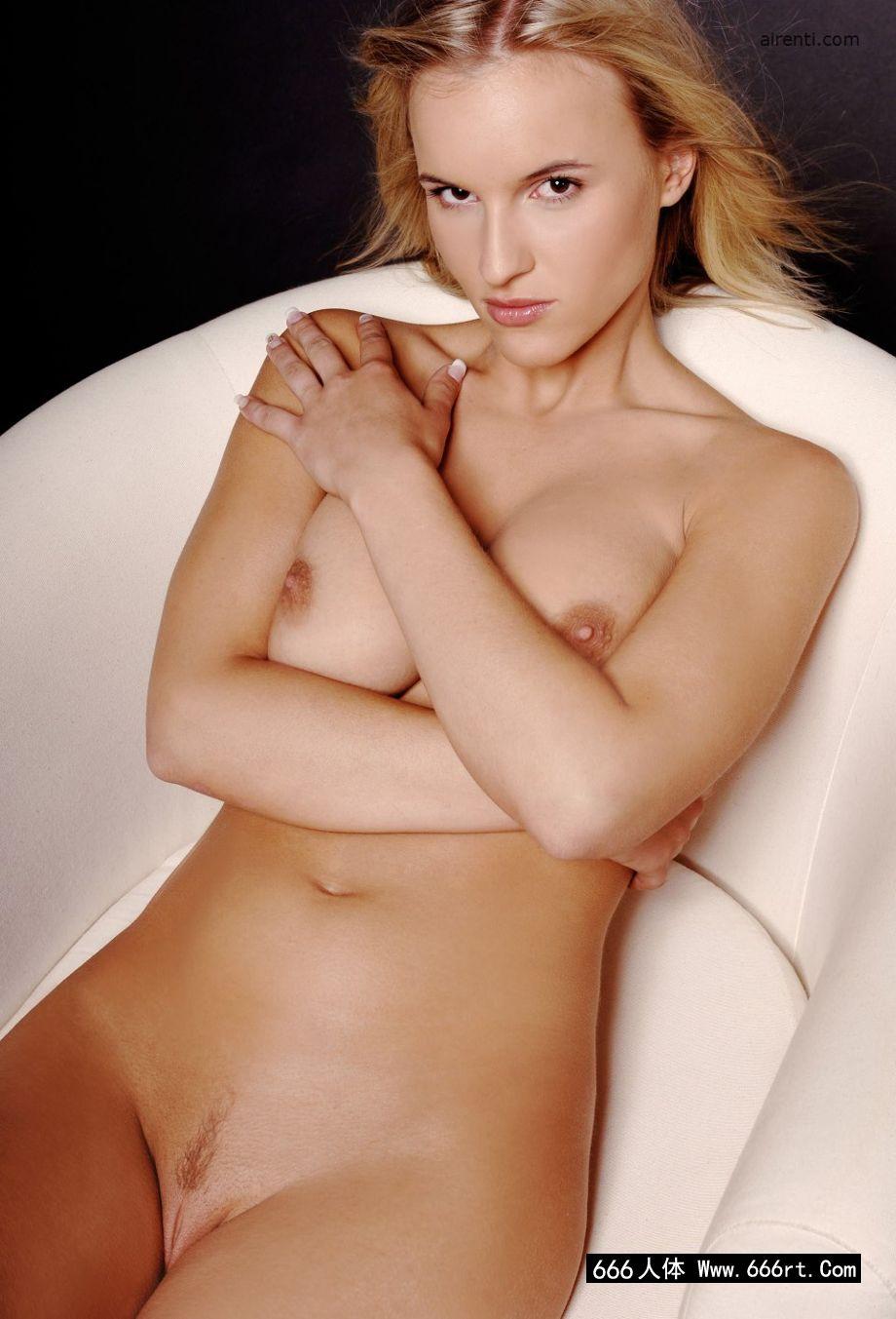 欧美男人眼中的女神波莉浴缸中摄影