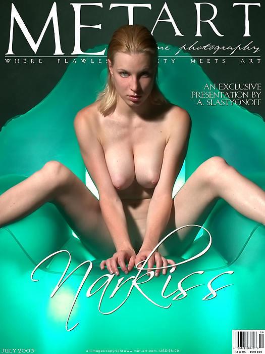 欧美人体模特_室拍绿色水晶座上的无圣光裸模Narkiss