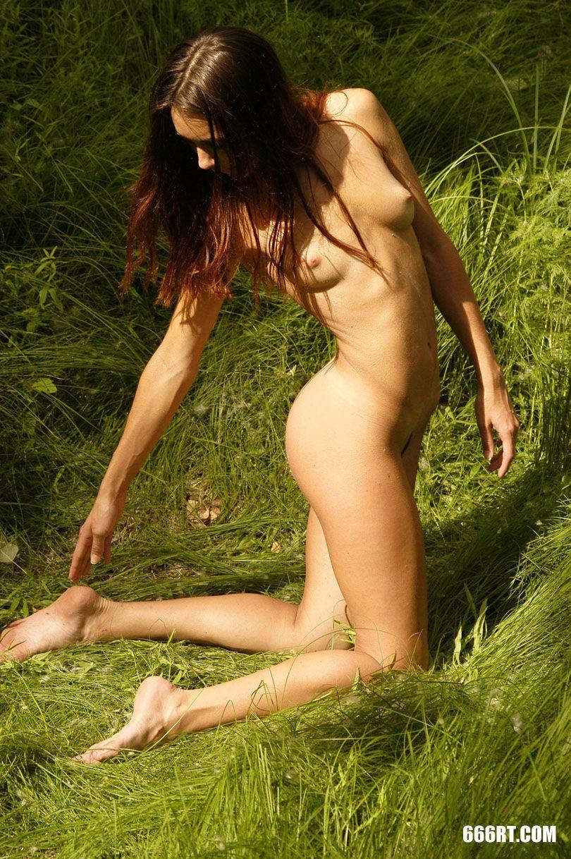 夏日内陆湖外拍的长头发靓女Zanna