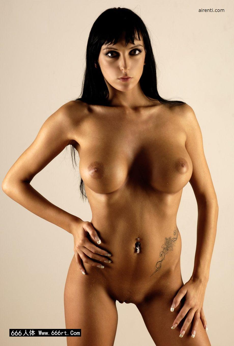 棚拍丰润大尺度的人体嫩模Elvira