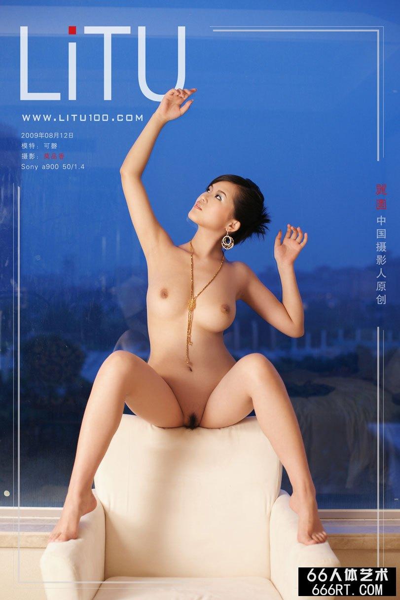 白富美嫩模可磬09年8月室拍完美胴体