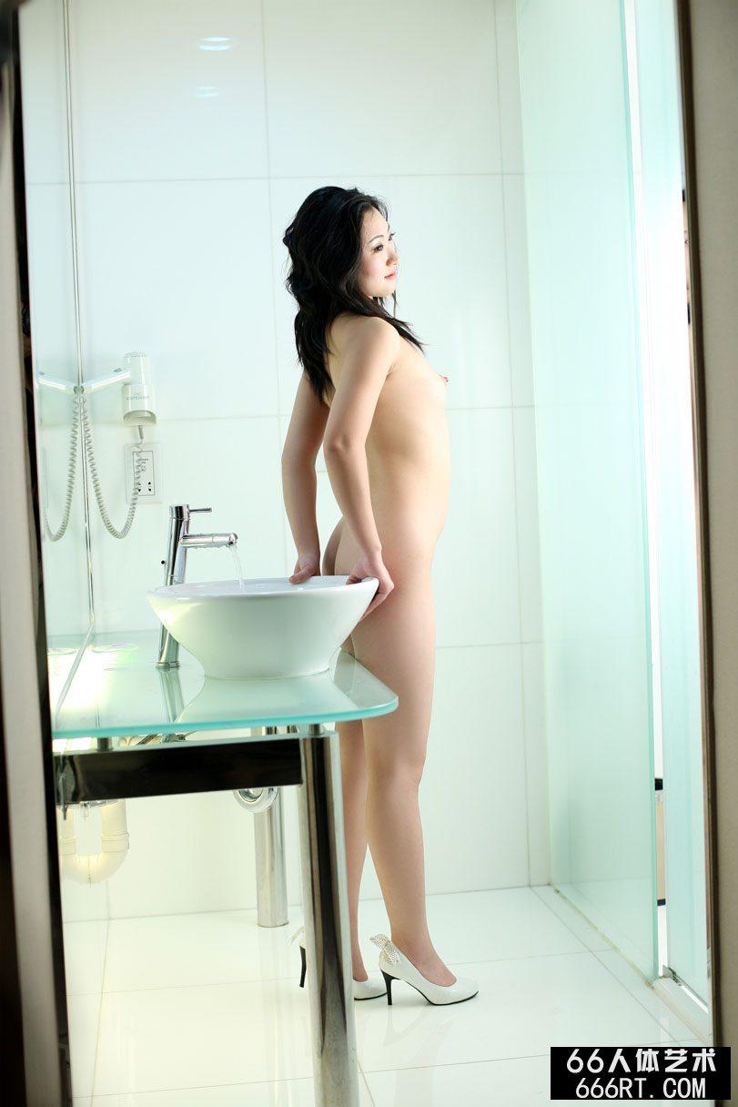 嫩模安安08年10月8日酒店室拍