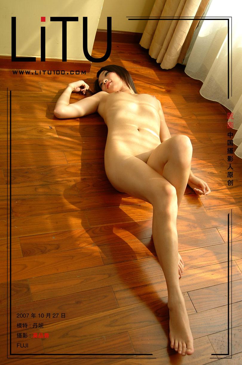 皮肤滑嫩的丹妮07年10月27日室拍