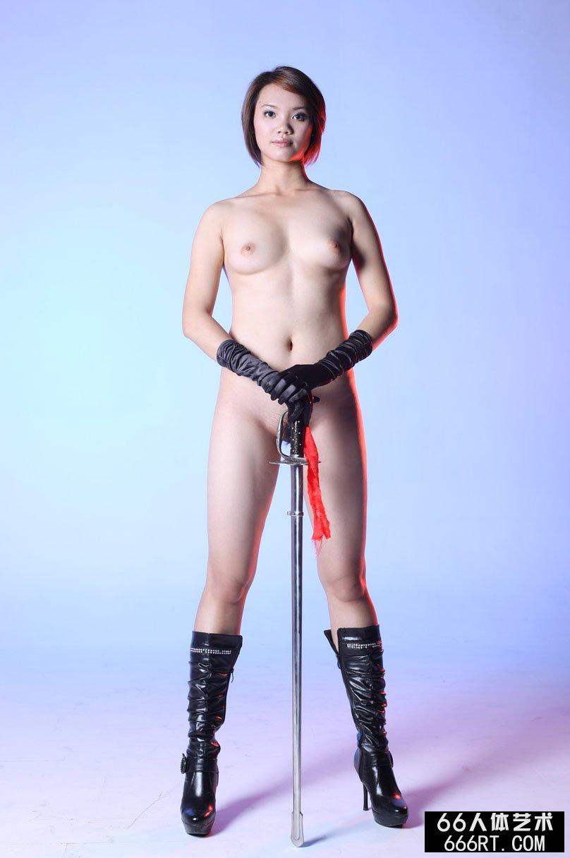 优优人体艺术117下部,室拍身材丰润的短发美模高妹舞剑