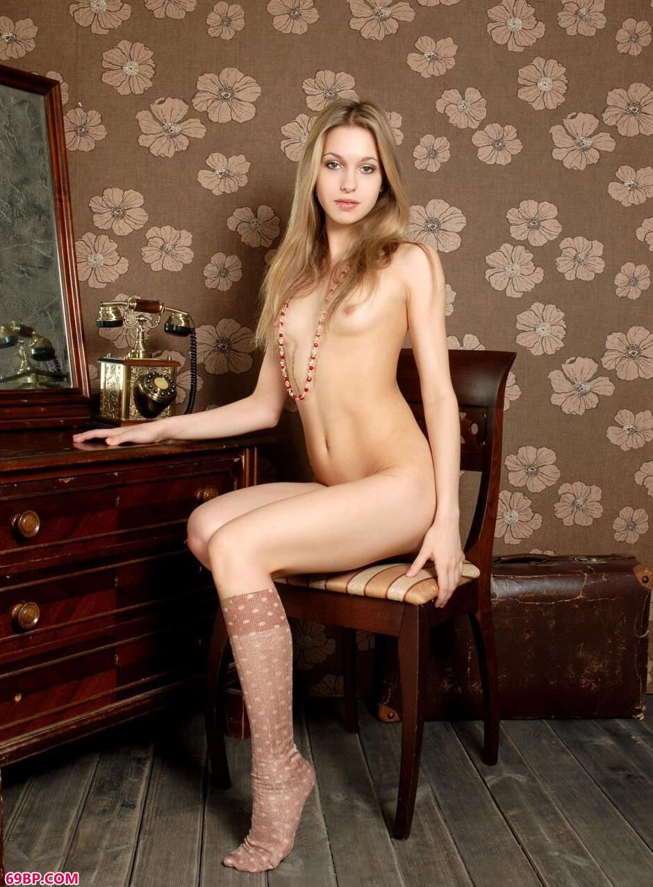 美模SELINA镜子前的风骚人体