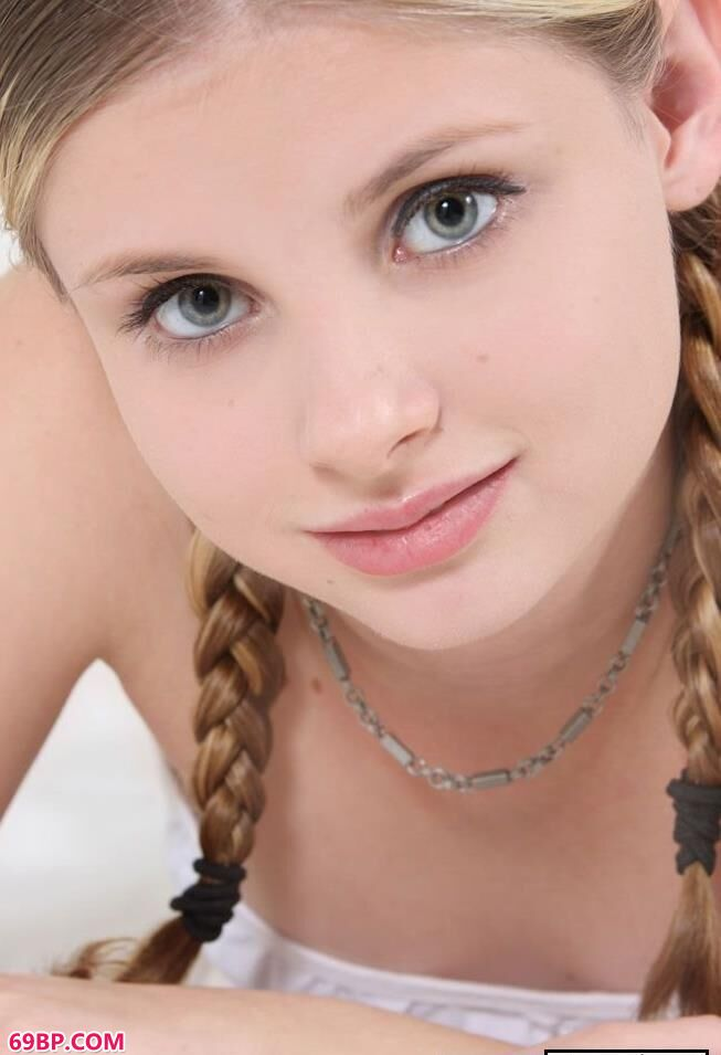 美国16岁妹子嫩体写照_西西人体高清bb大尺度束缚