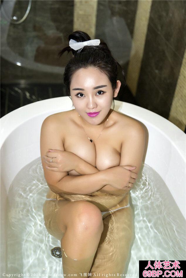 大乳靓女莉娜丰腴火爆的人体艺术