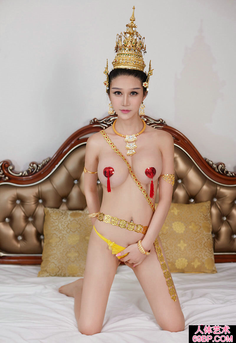 妖娆的泰国皇室李宓儿饱满玉兔惹火人体