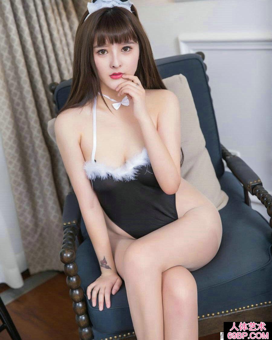 丰腴妖娆的兔女郎杨曼妮跪地拍摄人体