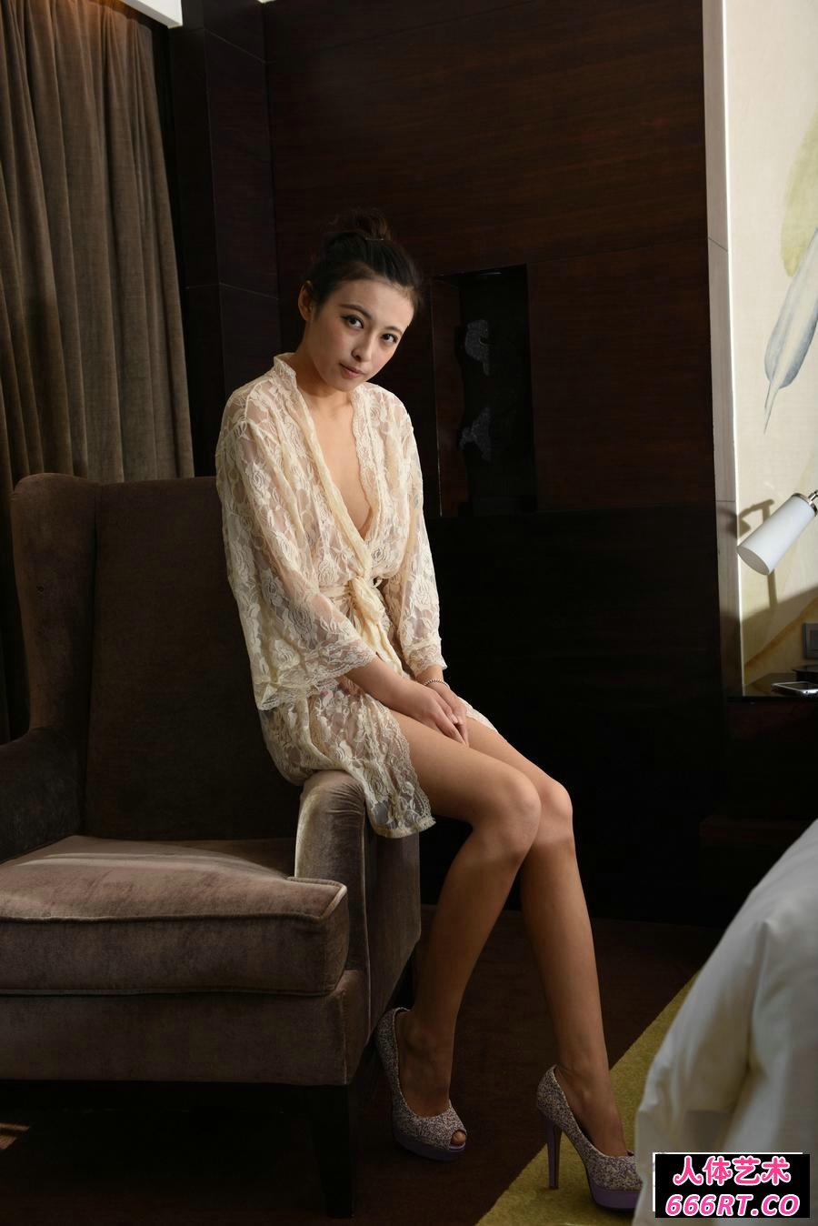 室拍红色丝绸上的林晓亦妩媚私密照