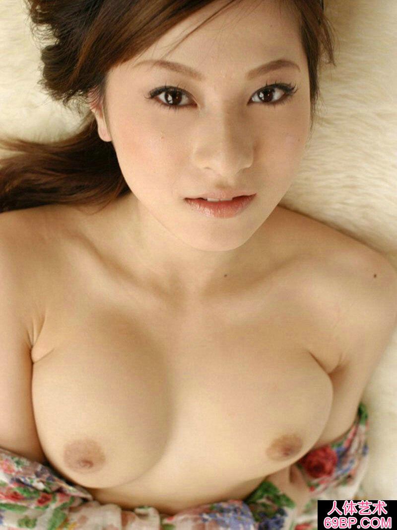 皮肤白嫩的的东洋美胸美人上原�c外拍