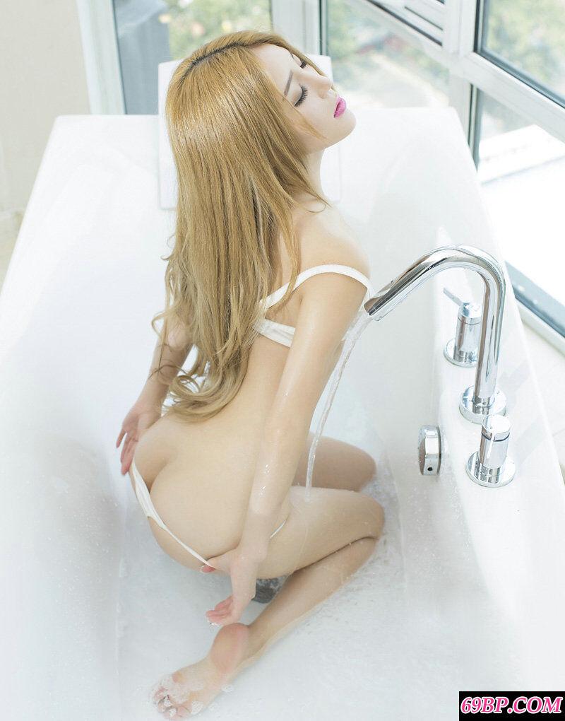 国模candy酒店拍摄超艳丽人体艺术